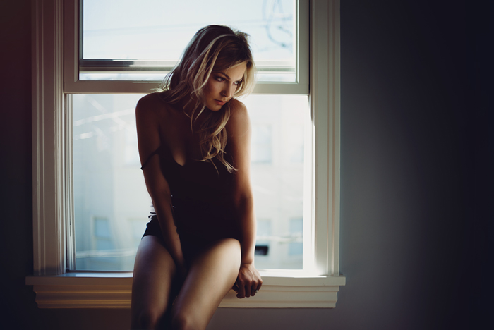 boudoir photographer, boudoir, natural light, naturally beautiful, bedroom, chasing light, leica, ©Gabe McClintock Photography | www.gabemcclintock.com