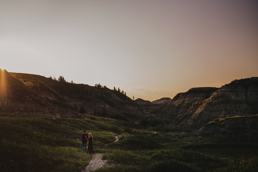 drumheller photographer, horseshoe canyon, explore Alberta, connection, sunset, chasing light, nikon d750, vsco, © Gabe Mcclintock Photography | www.gabemcclintock.com